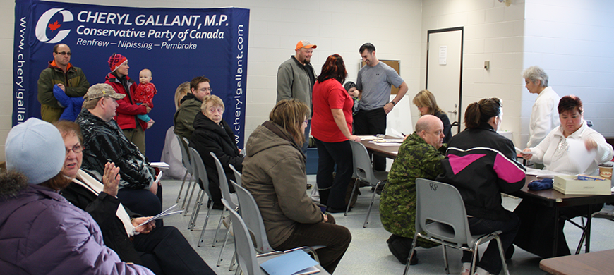 Staff-from-Cheryl-Gallant's-office-at-a-Saturday-constituency-clinic-assisting-residents-apply-for-Federal-Government-programs-and-services