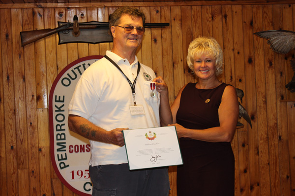 Cheryl Gallant present Diamond Jubilee Medal to Bill Croshaw