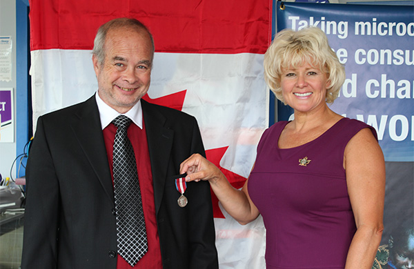 Cheryl-Gallant-presents-Diamond-Jubilee-Medal-to-Glen-MacGillivray