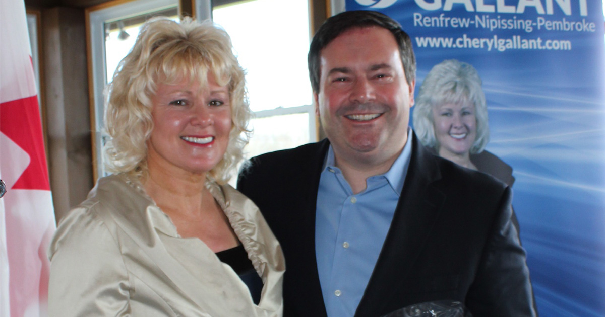 Minister-Jason-Kenney-in-Cobden-with-MP-Cheryl-Gallant-1200