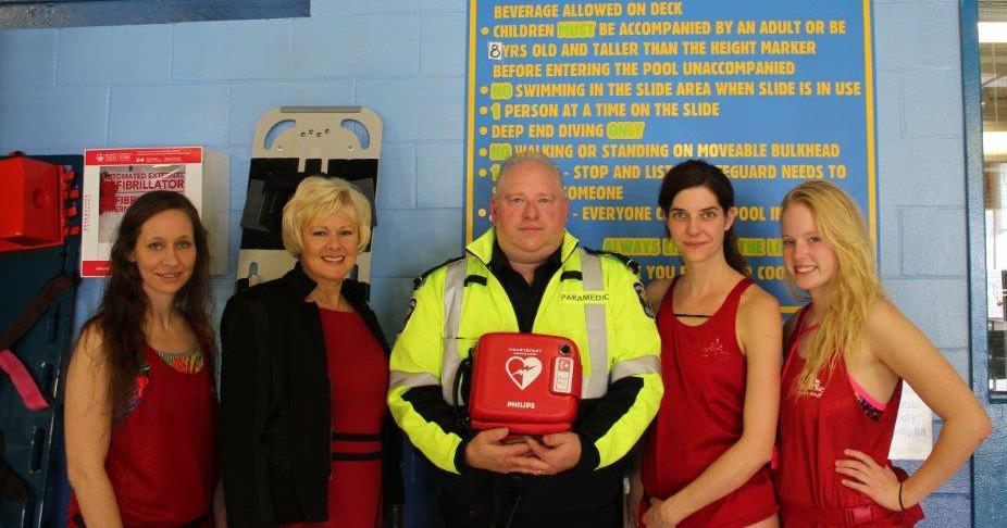 March-26---MP-Gallant-Delivers-Defibrillators-to-Kinsmen-Pool-in-Pembroke