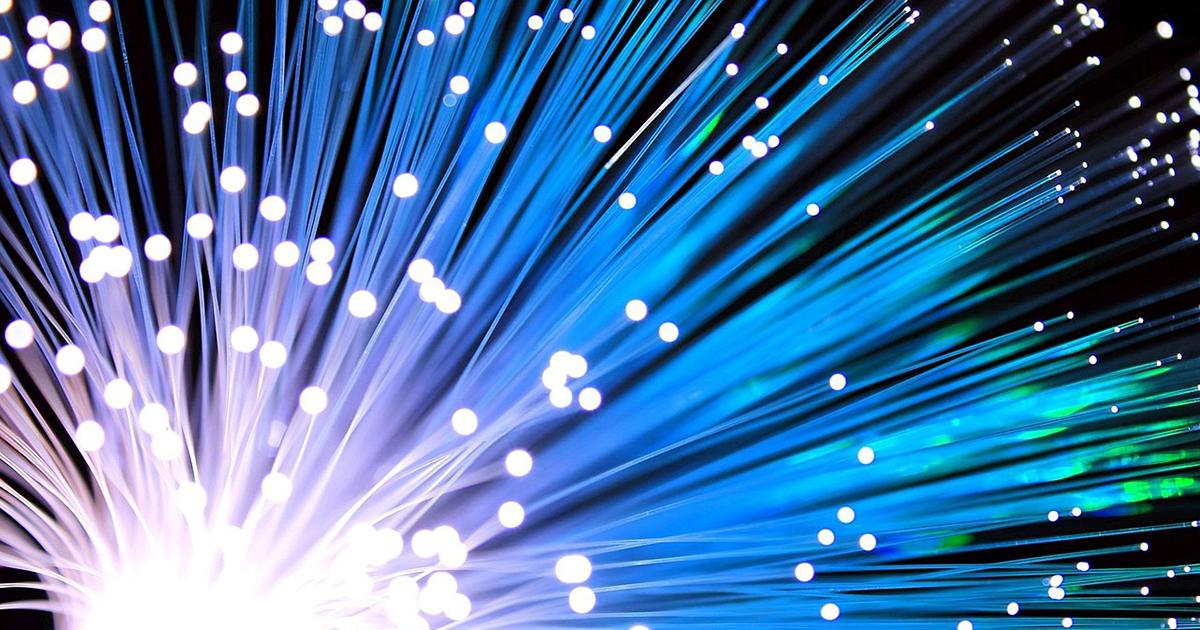 1200px-Fiber_Optical_Cable