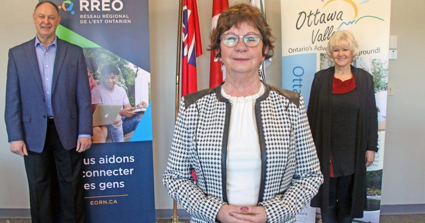 Warden Debbie Robinson MP Cheryl Gallant and MPP John Yakabuski Eastern Ontario Regional Network